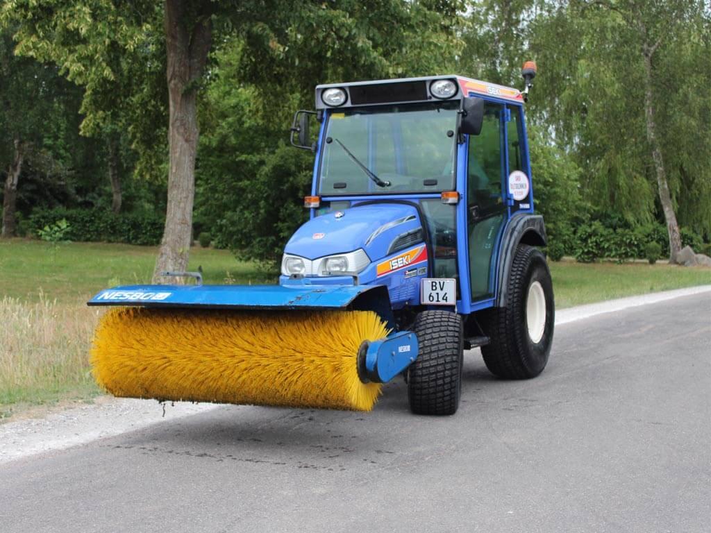 Mini-Traktor-med-36-hk